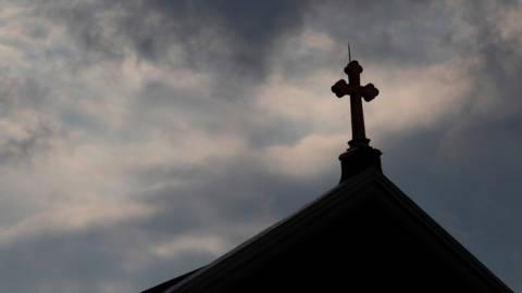 Priesters Pennsylvania herkenden misbruikte kinderen aan ketting met kruisje